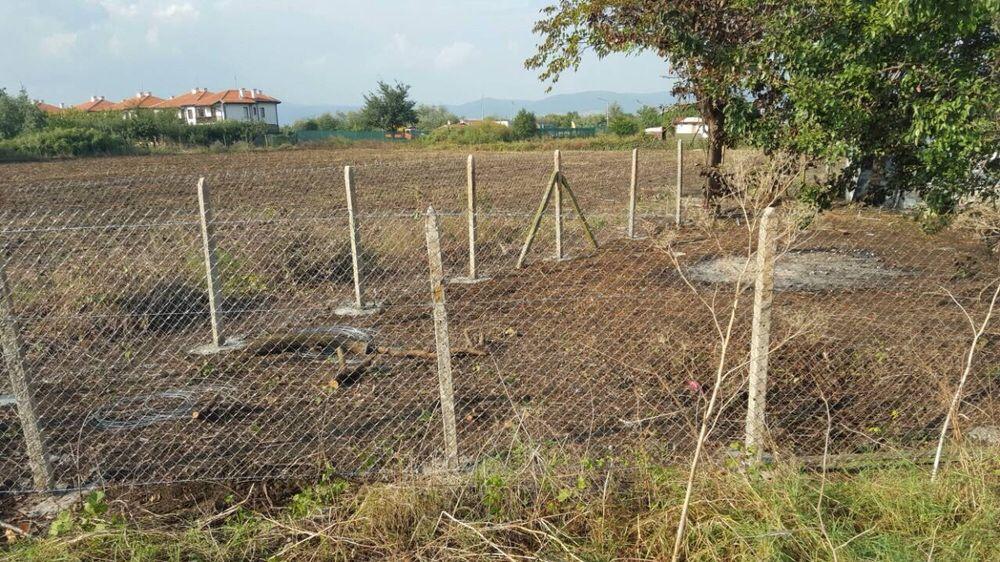 Изграждане На Ограда с Циментови Колове и Поцинкована Оградна Мрежа