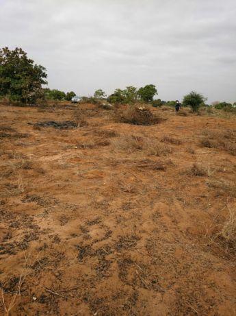 Terreno de 100 por 100 no Bita Tanque, Depois da Centralidade Kilamba