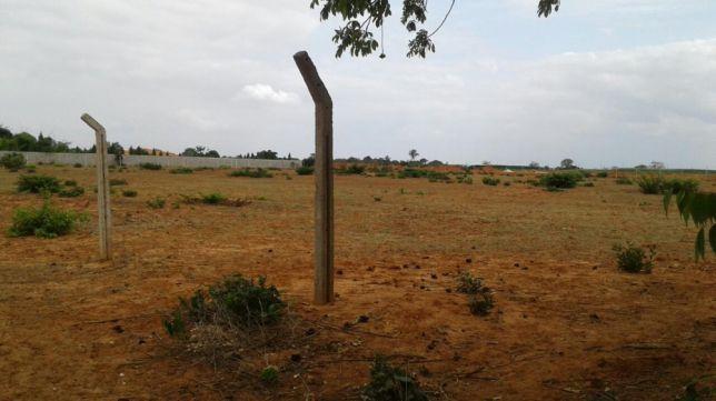 Venda ou troca de terrenos por viaturas usadas que estejam em condiçõe