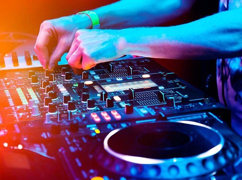 DJ - serviço de Dee Jay - toca em todo tipo de eventos de Real