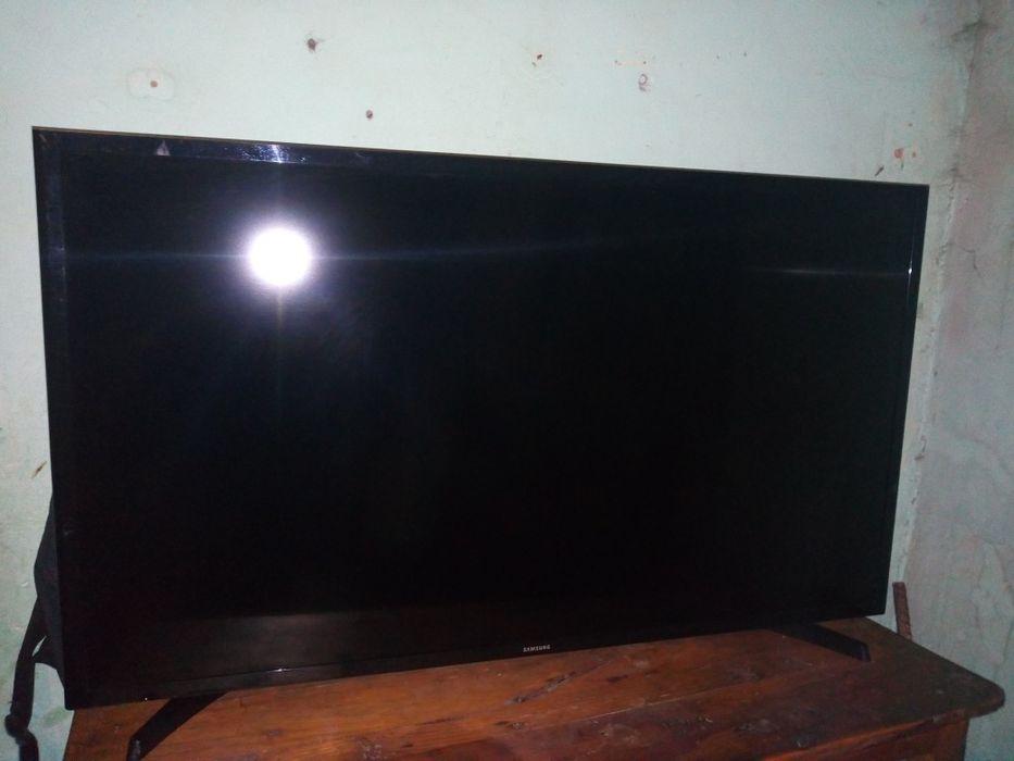TV 40 Samsung Led ful HD com base e remote.Super clean