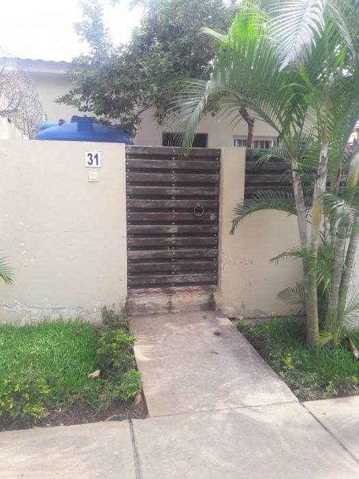 Vende-se esta casa no jardim do edem