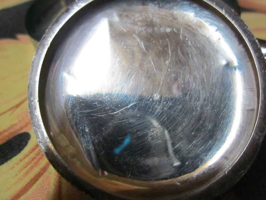 capac vechi ,ceas de buzunar din argint si la inchizatoare un pic