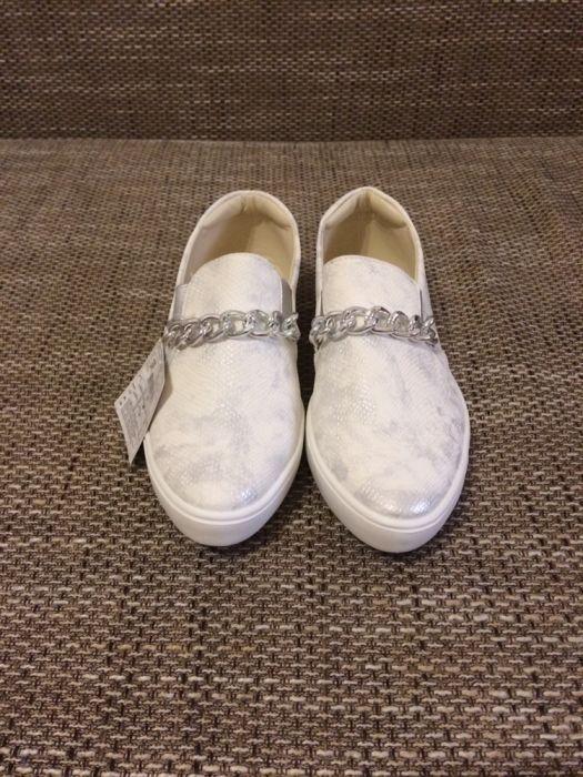 Papuci / teniși albi dama noi