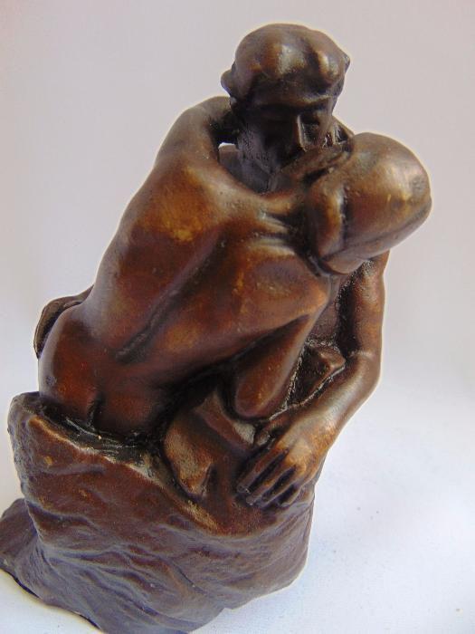 """Statueta"""" Sarutul lui Rodin"""""""
