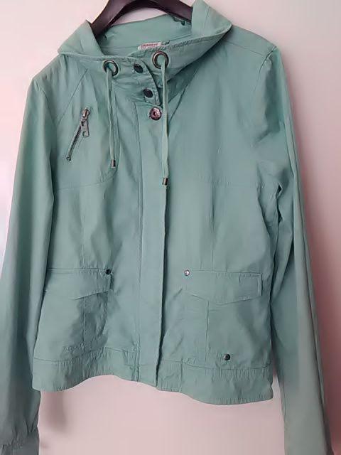 цвят мента късо яке