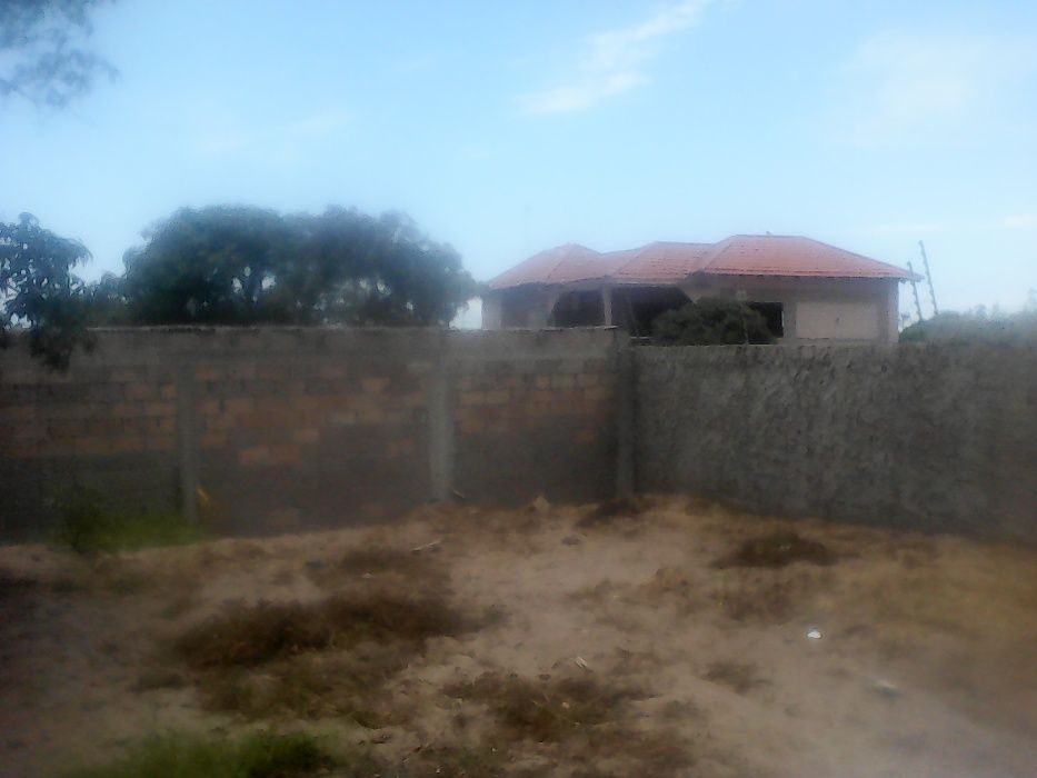 Vende-se Terreno no Michafutene na EN1. Polana - imagem 2