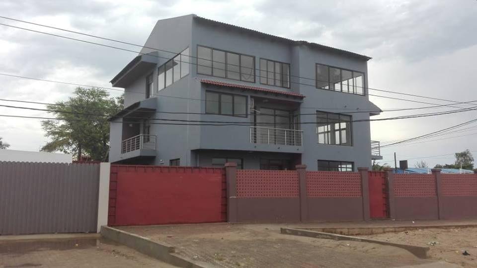 Moradia espaçosa no bairro de Triunfo, localizado na Avenida Marginal