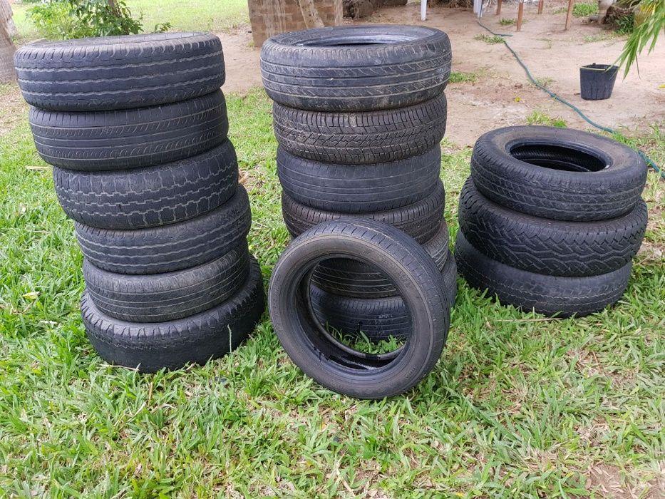 Lote de 16 pneux usados de varias referências
