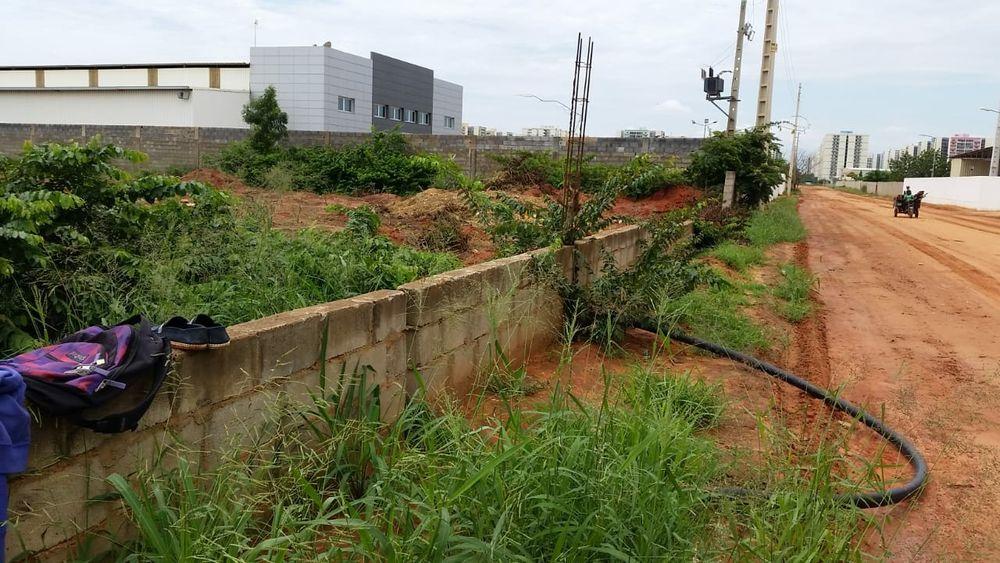 Vende-se este terreno na zona industrial de Viana