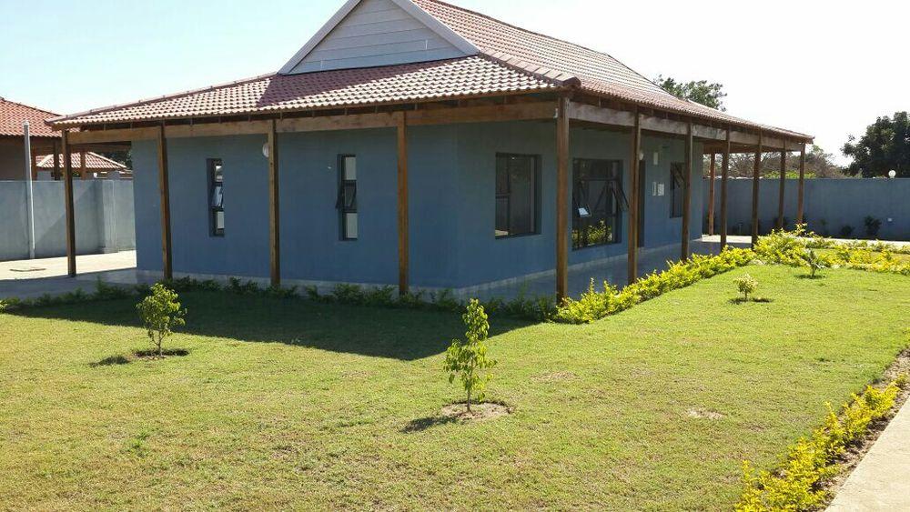 Vende se Tp3 num terreno 50/50, localizada na Matola Rio 2 km da estra