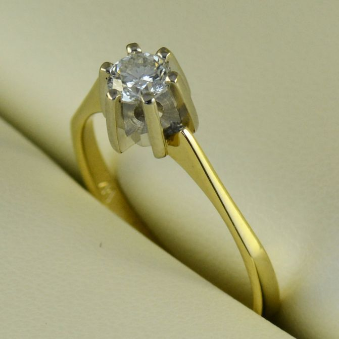 Inel de logodna cu diamant, aur alb si galben (cod 693)