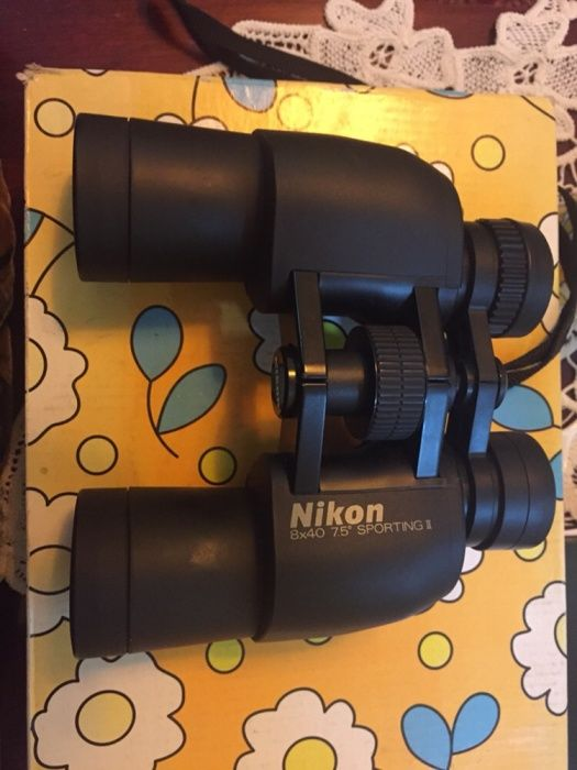 Vând benoclu Nikon nou