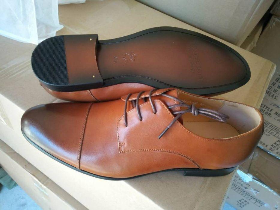 Sapatos de duas fivelas