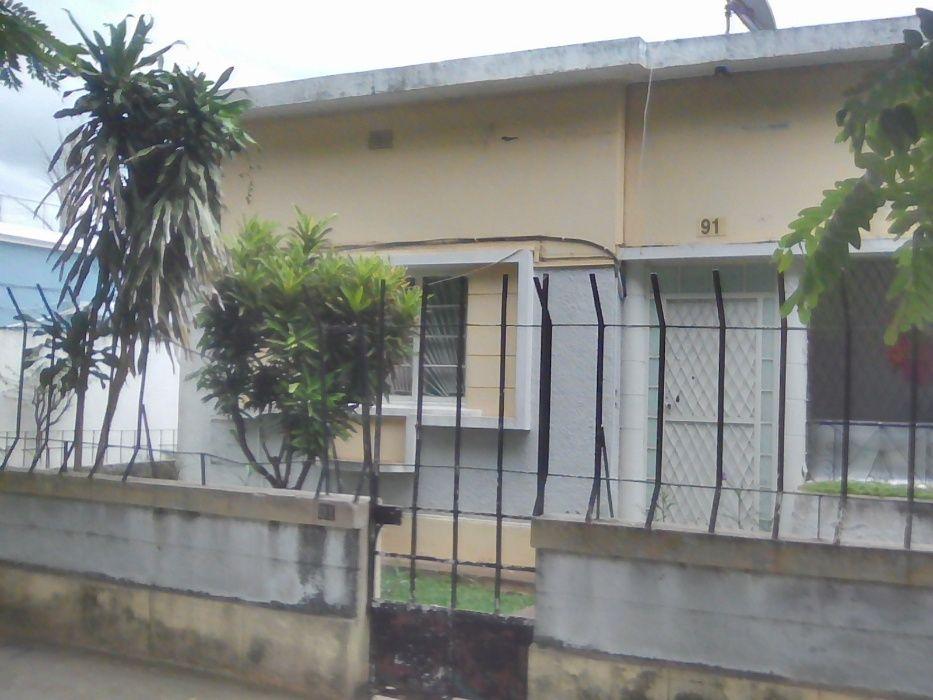 Vende-se Vivenda tp3, 3Dependencias, num 20m*40m, B. Polana-Maputo