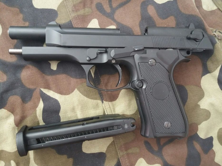 PISTOL airsoft BERETTA FULL METAL cu blowback/recul + Co2 +bile NOU