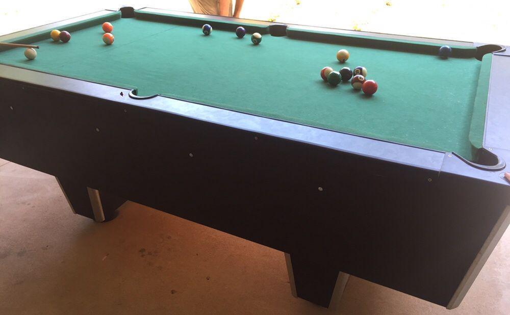 Vendo mesa de billiards nova .