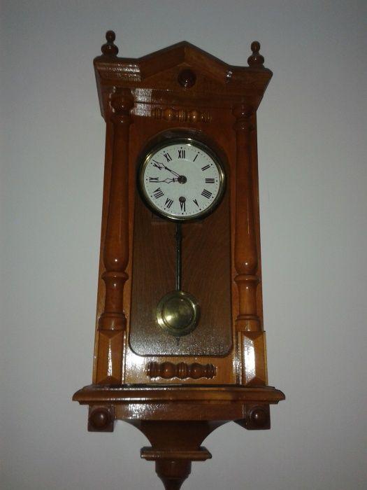 Vind ceas pendul frumos...are o culoare f frumoasa ...