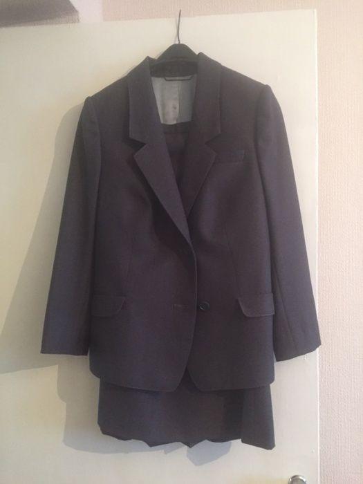 Продам женский костюм(юбка и пиджак)