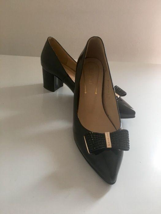 Vând pantofi mărimea 38-39