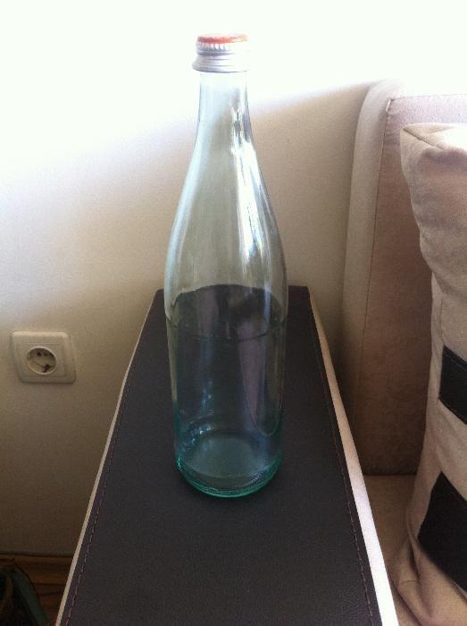 Стъклени шишета 750мл. с винтови капачки