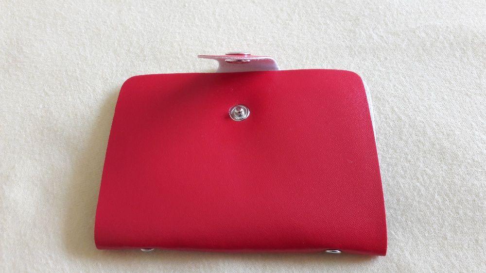 Port card damă culoare pe roșu