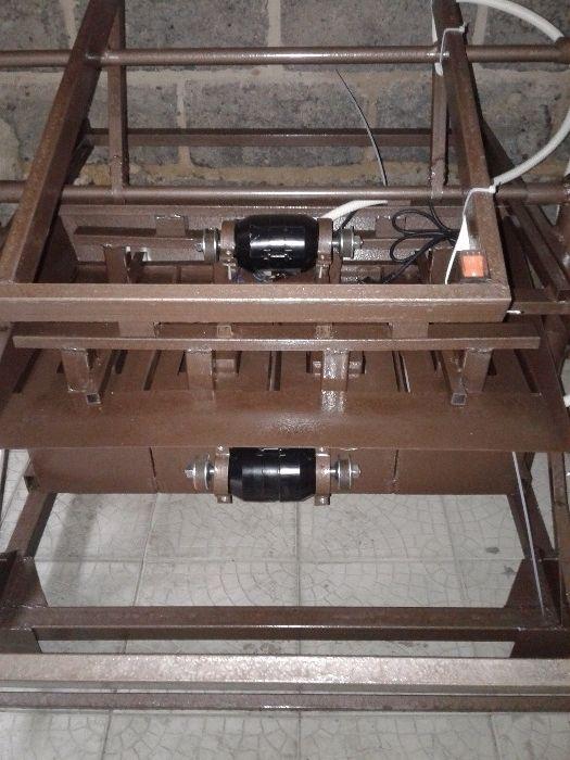 Станки для шлакоблока на 4-блока с двумя вибраторами!