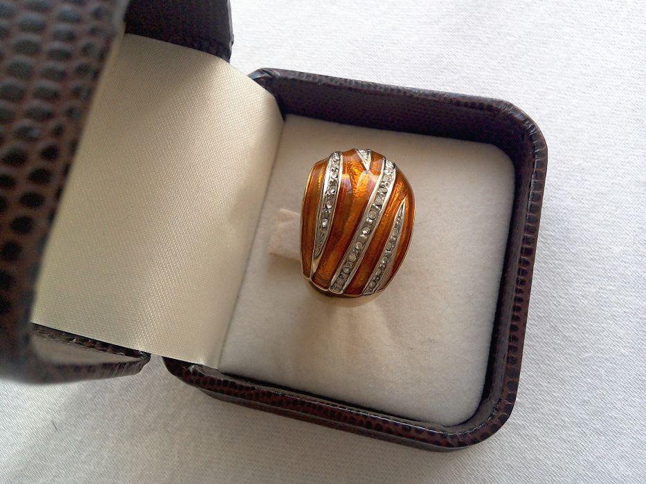 Inel vechi, argint Aurit, decorat cu email culoarea mierii si zirconii