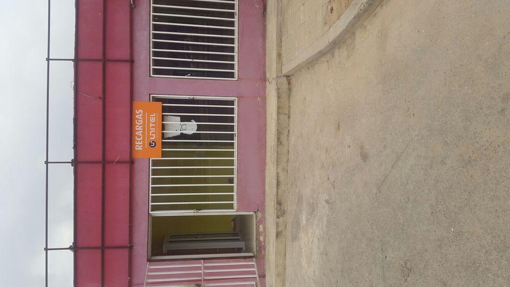 Arrenda-se esta loja na vila Alice junto a maboque com 4 compartiment