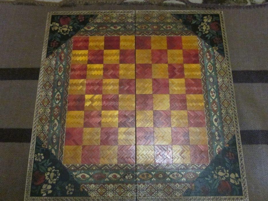 Продавам атрактивна колекционерска шахматна дъска-ръчна изработка