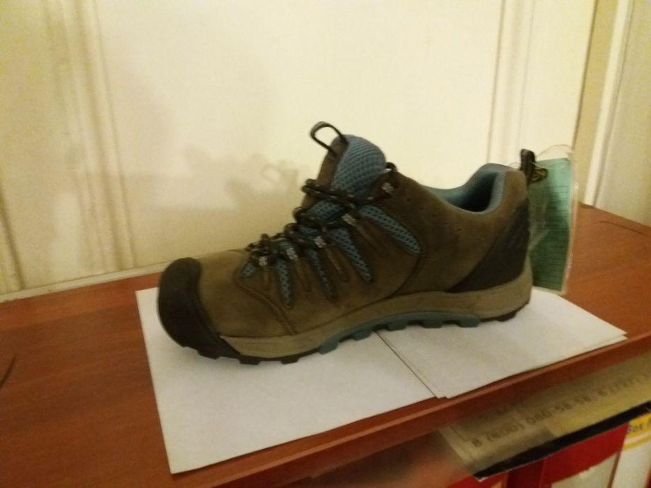 Треккинговые кроссовки, кожаные, новые.