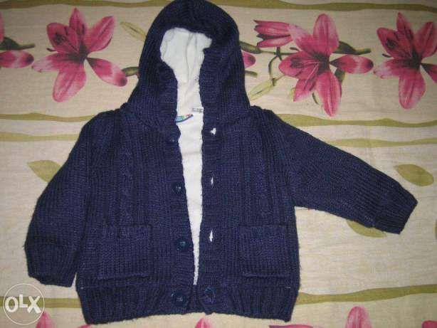 pulover bleumarin cu gluga captusit 3-6 luni cu eticheta