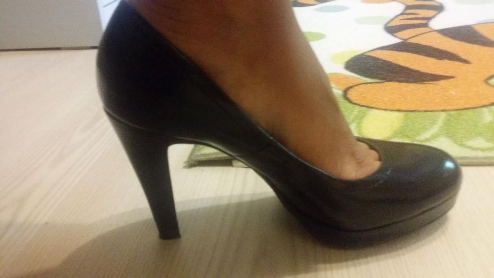 елегантни дамски обувки лак