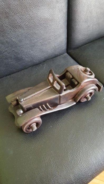 Ретро кола-дърво