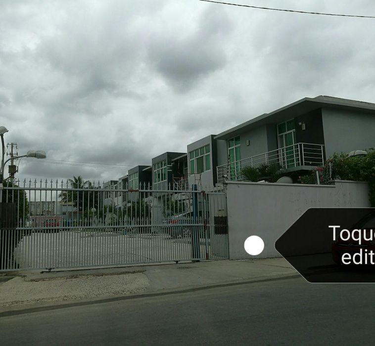 Vende-se vivenda T3 no condomínio miramar Futungo II