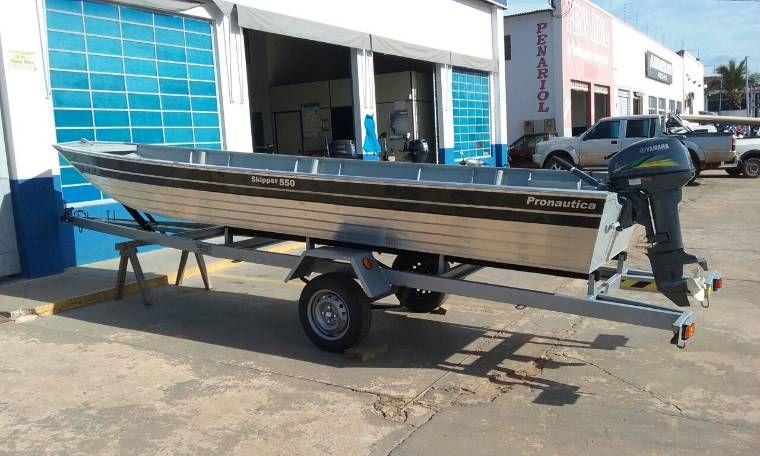 Barco e motor