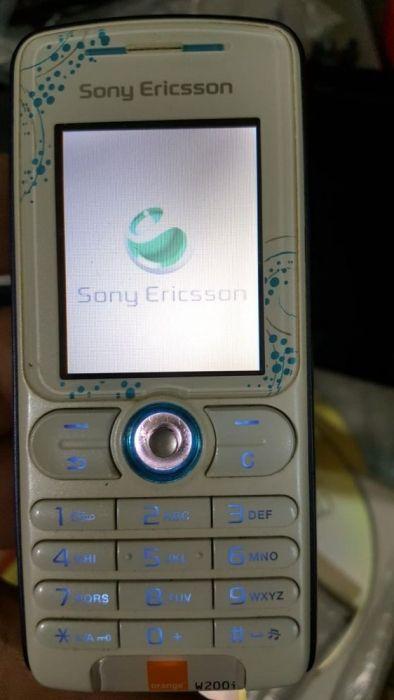 Sony ericsson w2001 plus căști Sony- codat orange