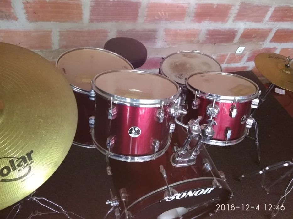 Conjunto de Tambores (Drum Set) SONOR