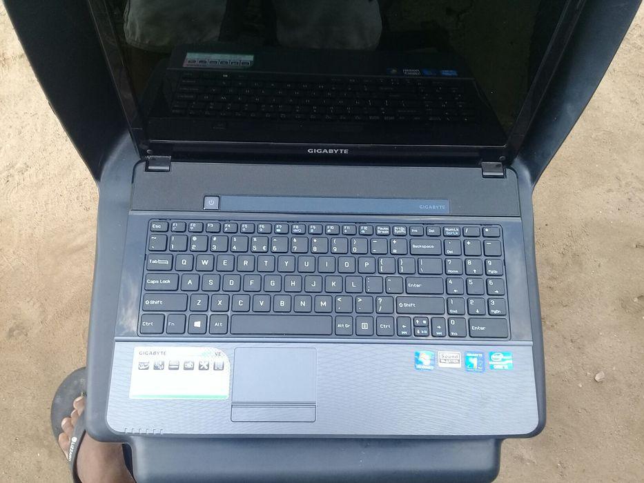 Laptop Gigabyte novo i5