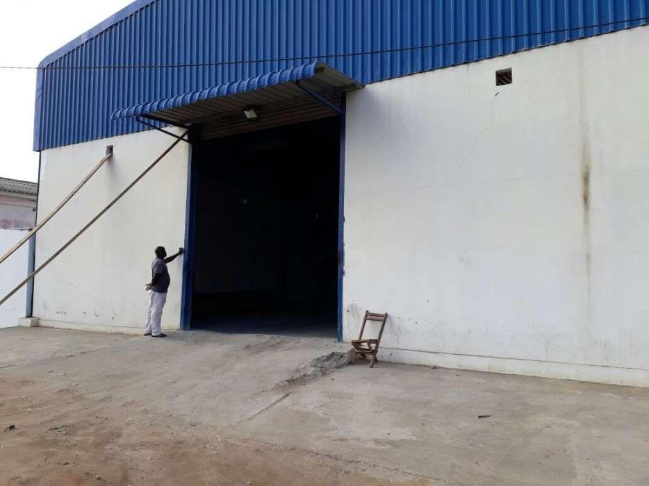 Armazém na Matola Machava na Berma da Estrada com 600 m2