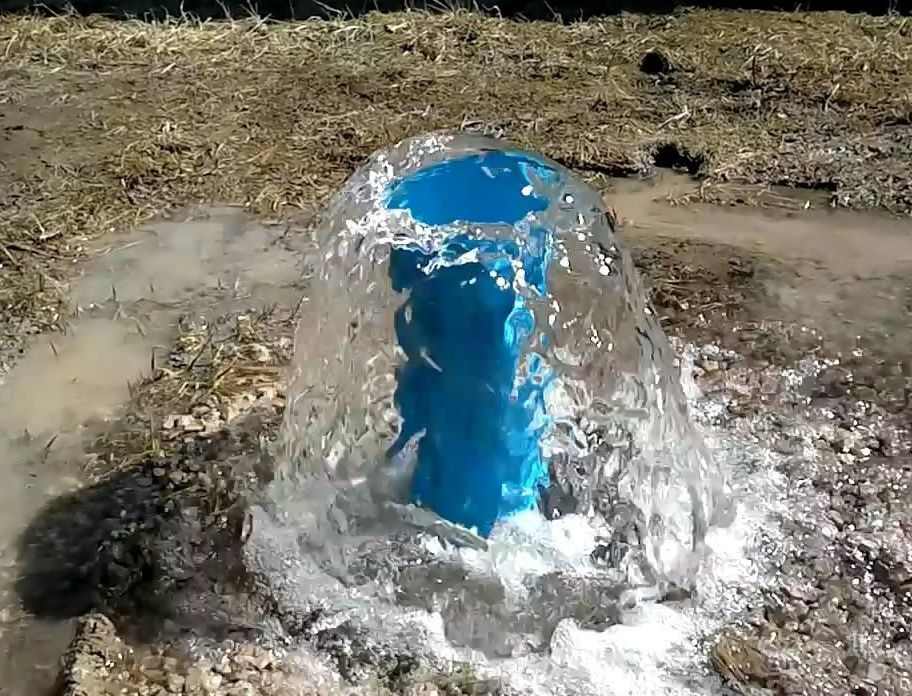 Вода на участке скважина полив бурение скважин