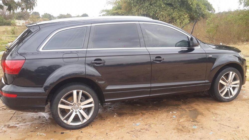 Audi Q7 a venda