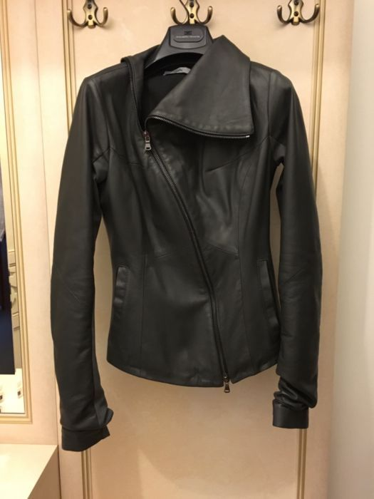 Продаю кожаную куртку, Италия
