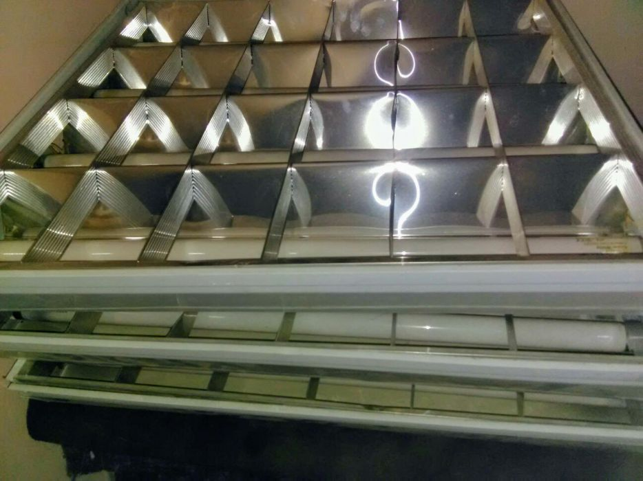 Plafoniere cu 4 tuburi de neon