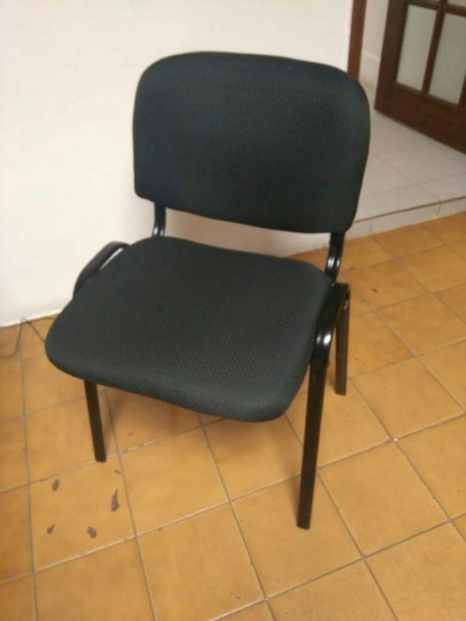 Cadeira fixa de 4 perna em napa cor preta. Produto novo na caixa.