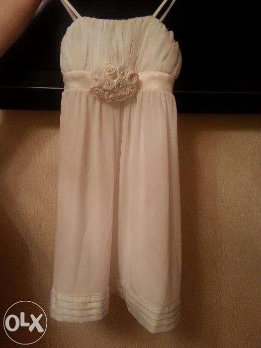 Платье вечерняя , белая стильная , сидит красиво ,необычная нежная ..