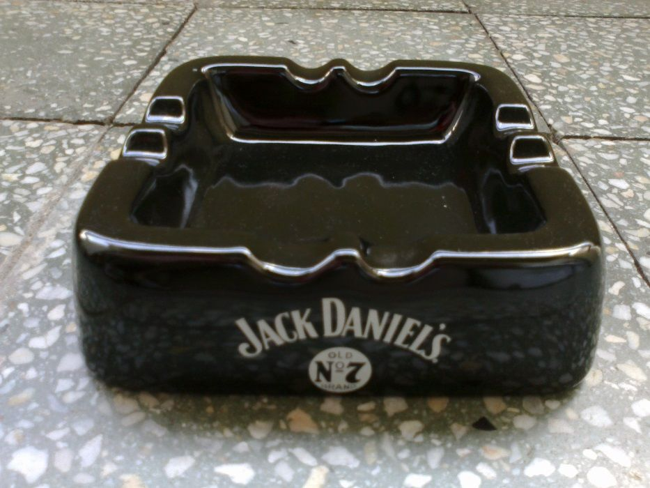 Пепелник за пури Jack Daniel's + подарък