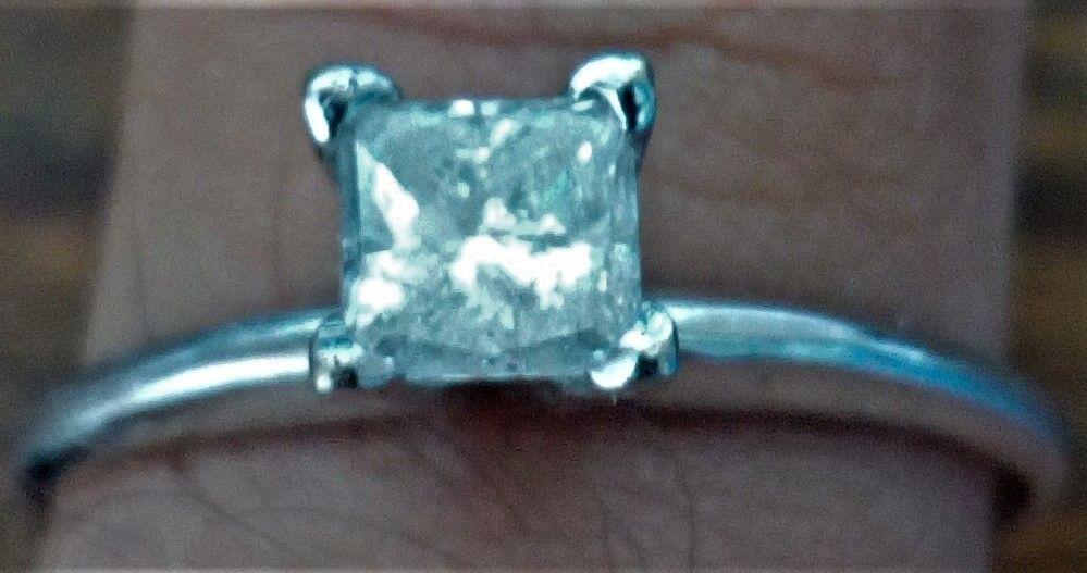 Inel aur alb marcat 14 k 1,5 gr.cu diamant 4x4 mm conform pozelor