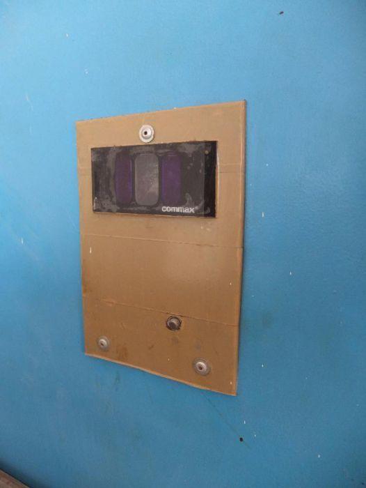Бронированная металлическа дверь с видеокамерой
