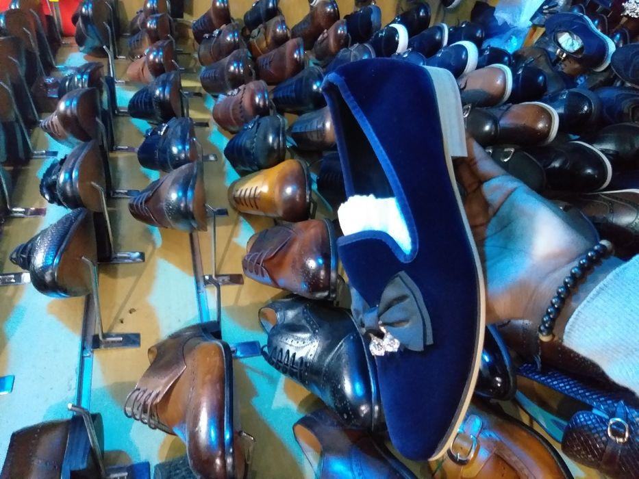 Sapato camurça azul.